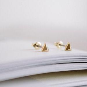 gold solid triagle earrings/gold pl..