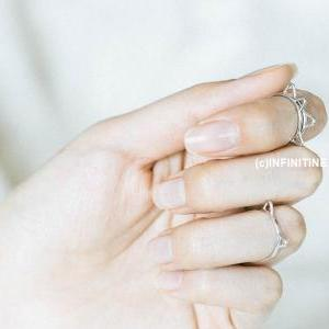 little kitty hammered knuckle ring,..
