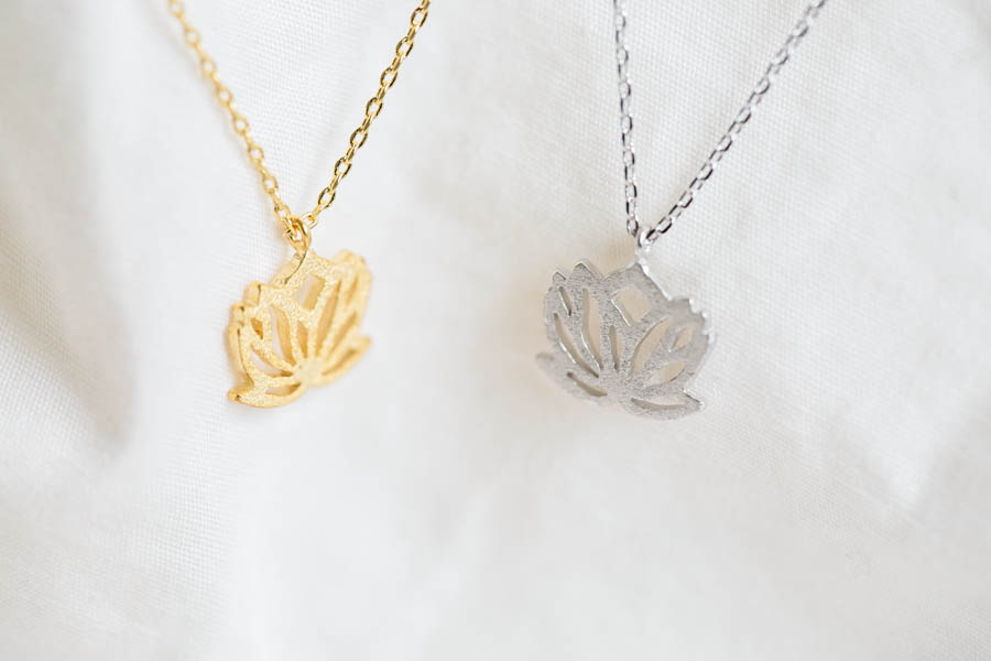 Lotus Flower Necklace Pretty Necklaces Jewelry Necklace Flower Pendant Necklace Beautiful Necklace G On Luulla