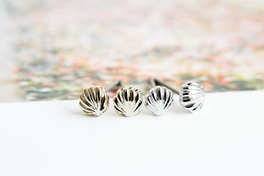 Scallop shell earring,Jewelry,Earrings,Post,metalwork,bridesmaid gift,sea animal jewelry,dainty earrings,shell earrings,beach jewelry,E417R